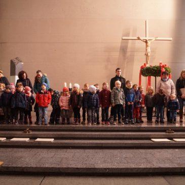 Gottesdienst zum ersten Advent in der Salvatorgemeinde von Kindergärten gestaltet