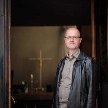 """""""Die Anmeldungen zum Gottesdienst sind für viele Menschen ein Hindernis"""" Interview mit Pfarrer Hambücher"""