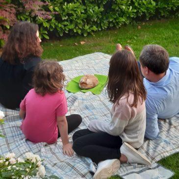 Picknick-Gottesdienste für Familien wieder sonntags ab dem 13. Juni Beachten Sie!  Ort und Uhrzeit variieren.