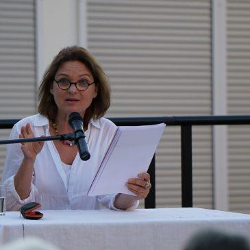 "Theater unterm Turm: Annette Mayer liest ""In der Kürze liegt die Würze"""